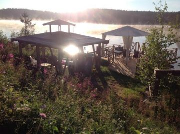 Grillstelle und Pavillion am See